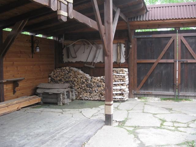 Деревянный навес над калиткой своими руками 35